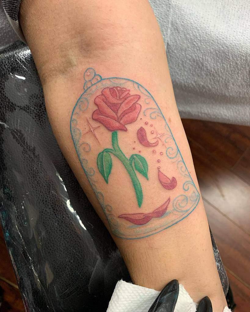 vitrail beauté et tatouages de la rose des bêtes mv_arts_.