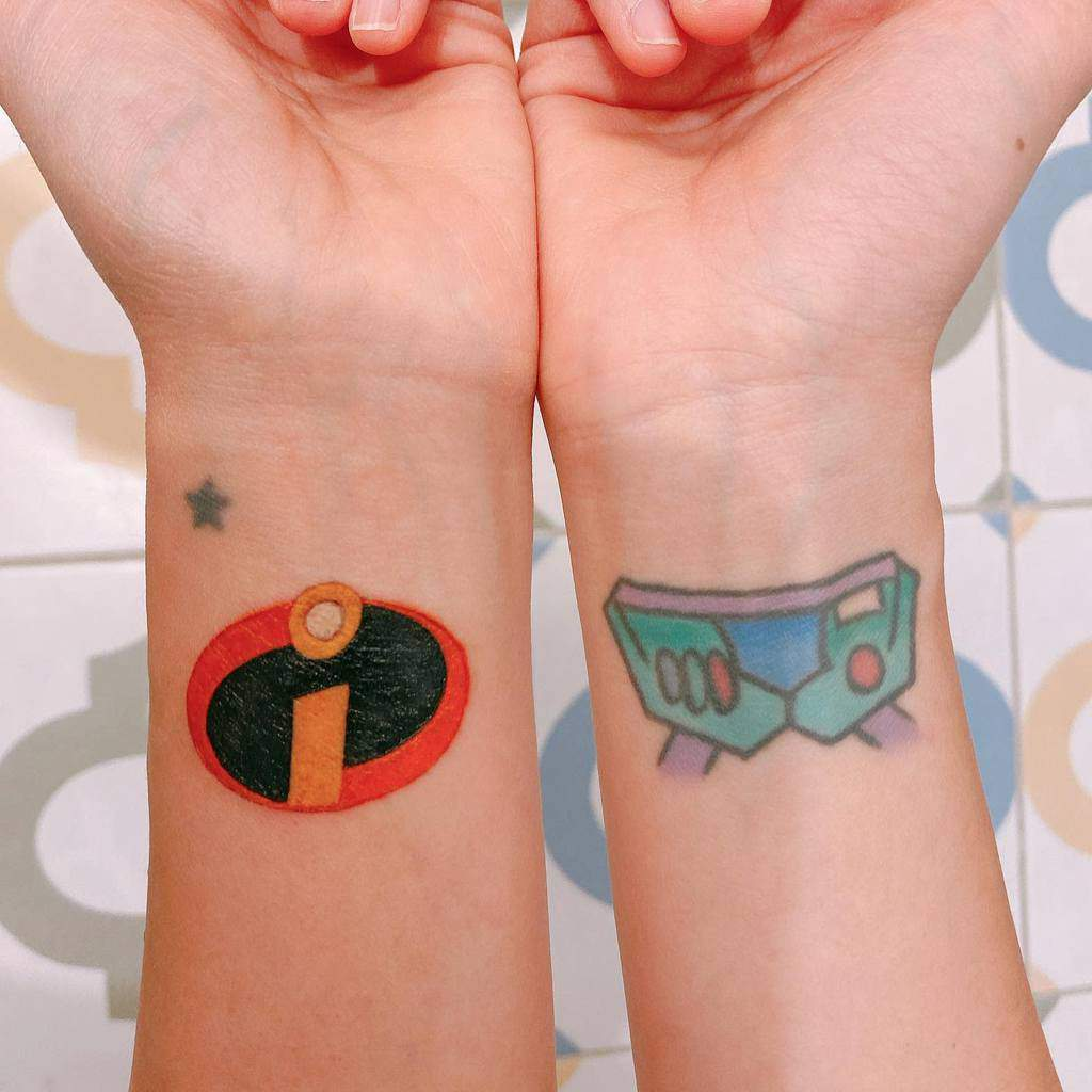 Petits tatouages de poignet Disney yvee_so