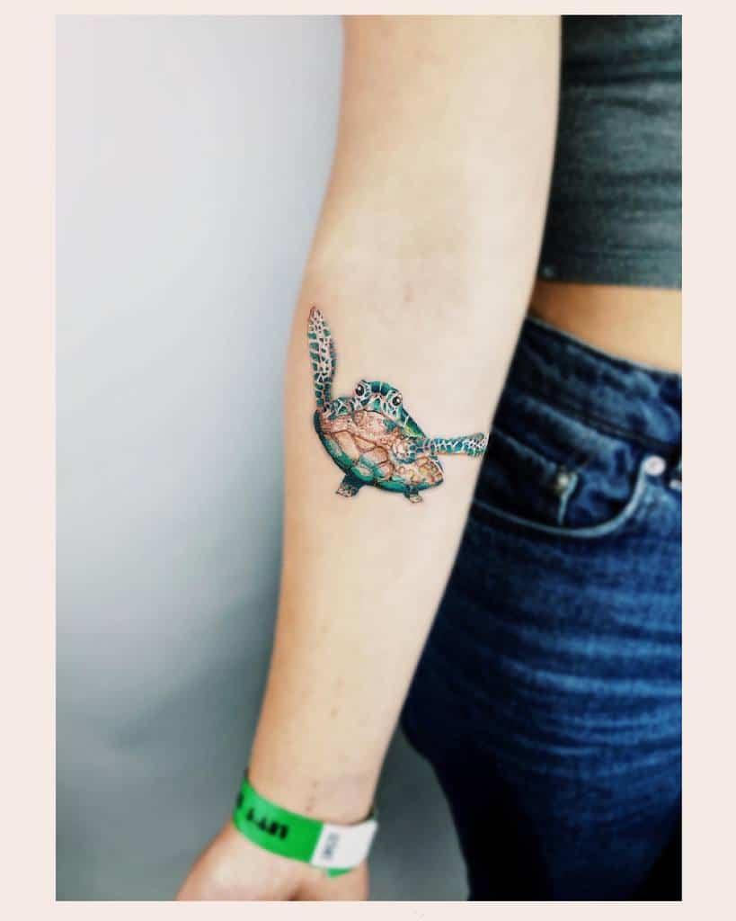 Tatouages de petites tortues colorées annastella_tattoo