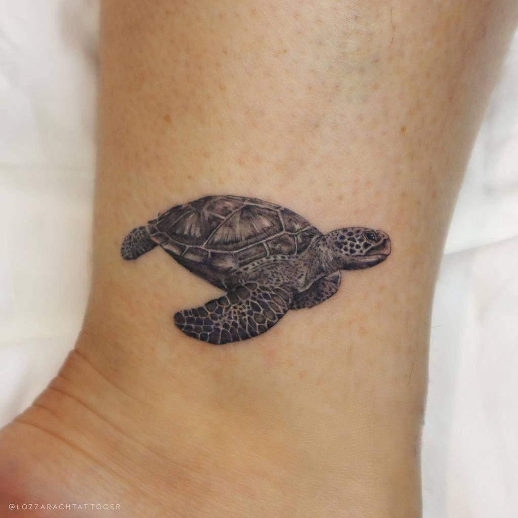 Tatouages de petites tortues à la cheville lozzarachtattooer