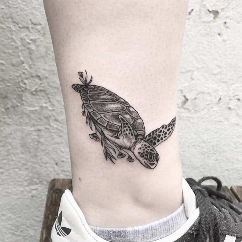Petits tatouages de cheville de tortue niettto_.