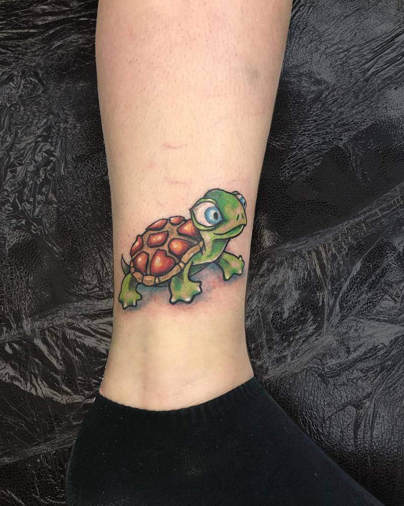 Tatouages de petites tortues à la cheville _drcas