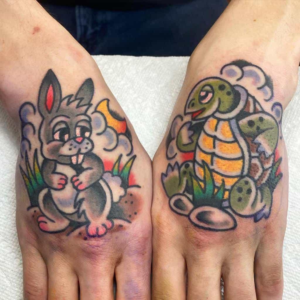Tatouages de petites tortues colorées julianeelyislame