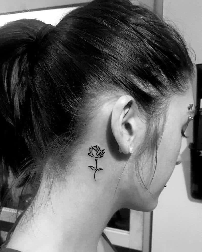 petits tatouages minimalistes à la rose simple ironique