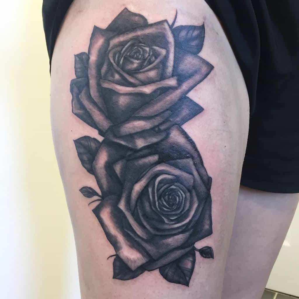 tatouages de roses simples sur les cuisses laura_dragonslairtattoo