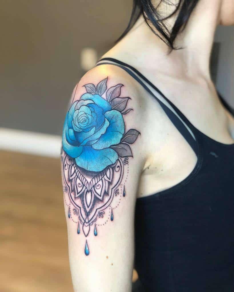 bras bleu rose tatouages aavianattoos