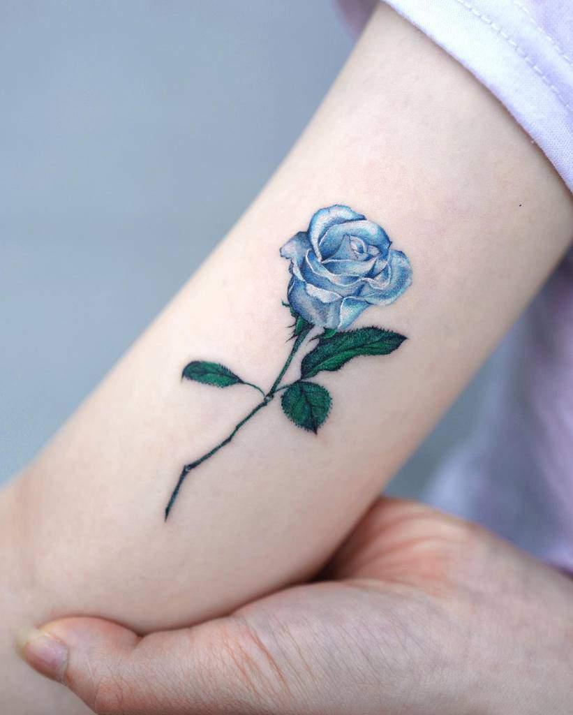 bras bleu rose tatouages tatoueur_yun
