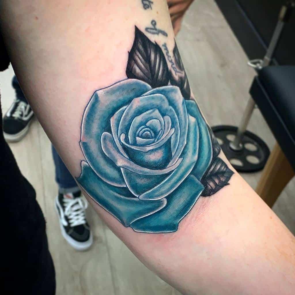 bras bleu rose tatouages visionary_tatts