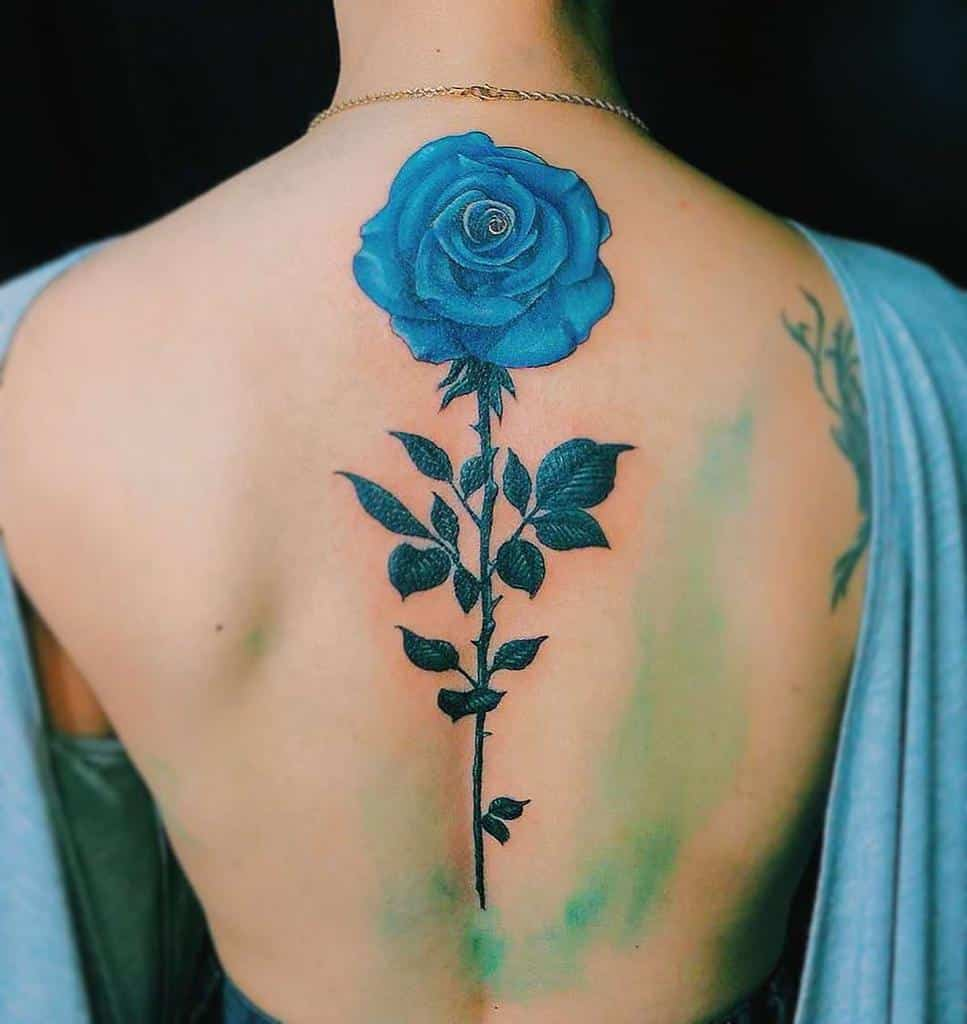 Tatouages dos rose bleue xintattoo_.