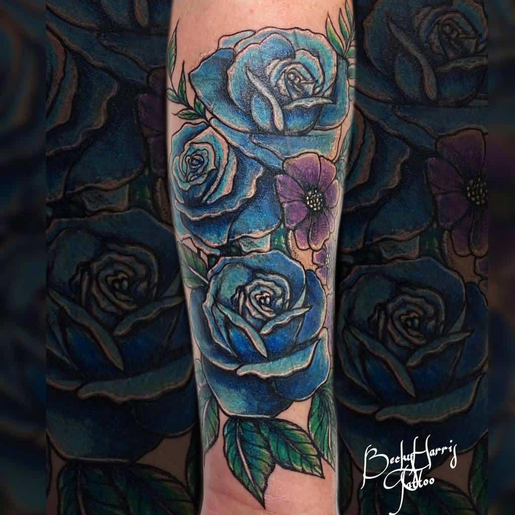 tatouages avant-bras rose bleue beckyharristattoo
