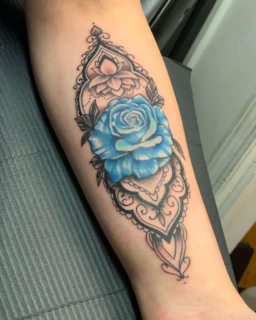 avant-bras rose bleue tatouages robbietattoos