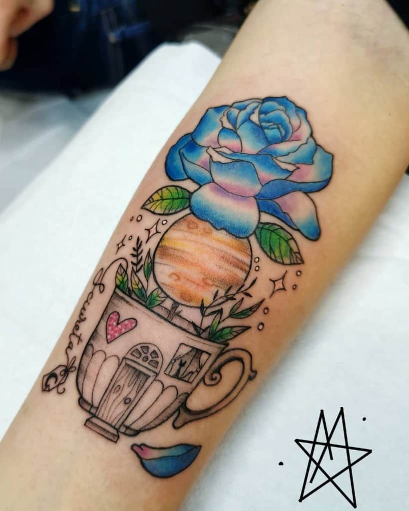 avant-bras rose bleue tatouages la.noddola.tatuata