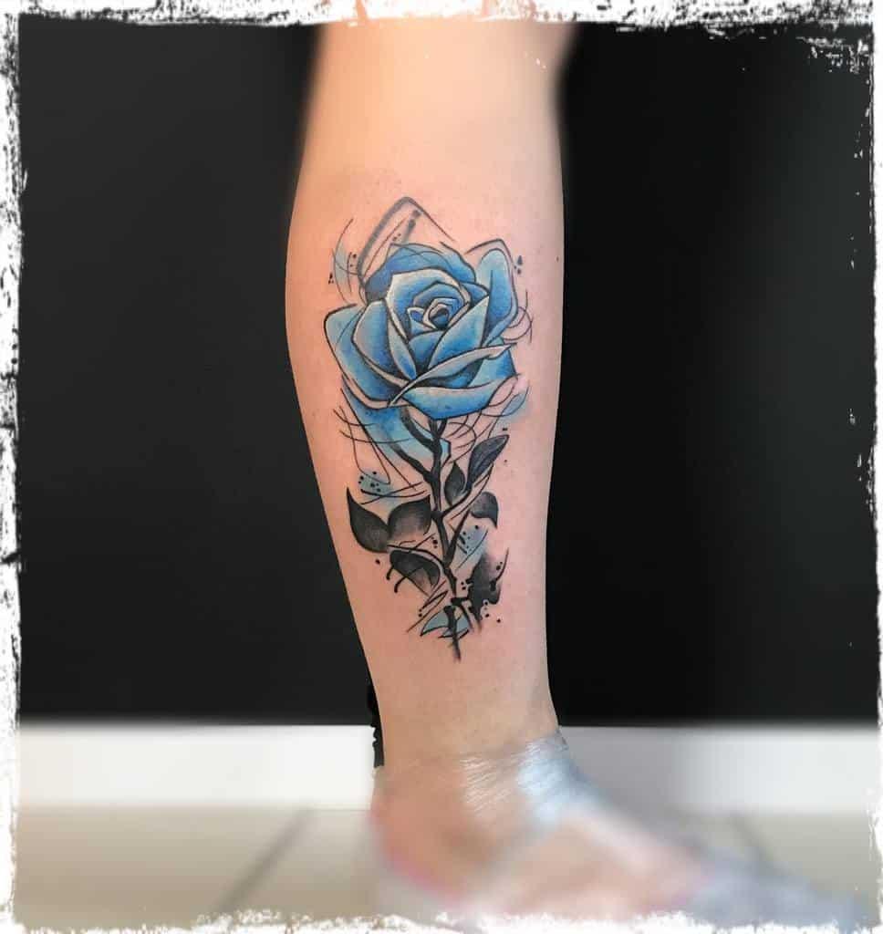 tatouage de la jambe rose bleue tatooinepiotr