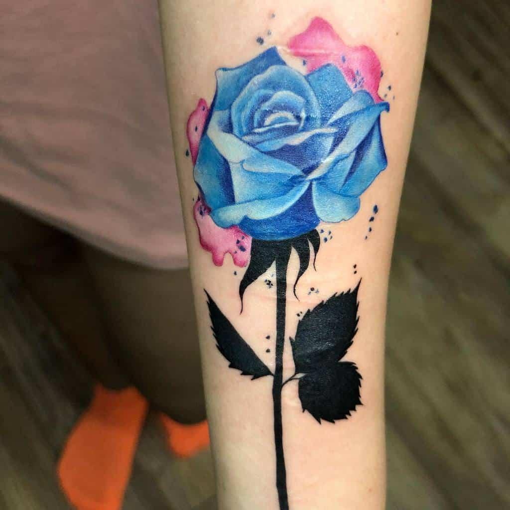 Tatouages réalistes en rose bleue chuck_inky