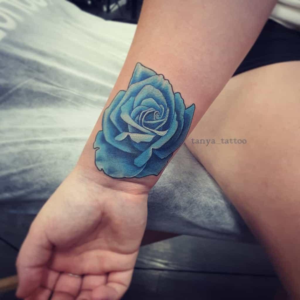 Tatouages de poignet rose bleue tanya_tattoo