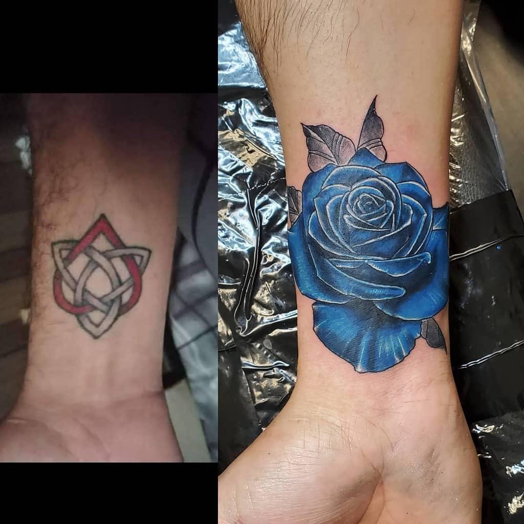 poignet bleu rose tatouages travisdeshong