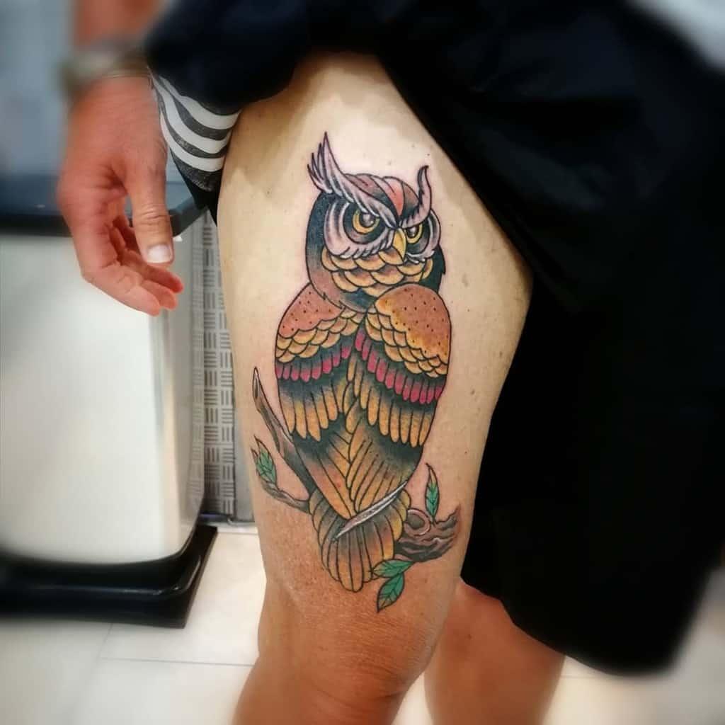 Tatouages de petites chouettes colorées franco.iemma.tattooer