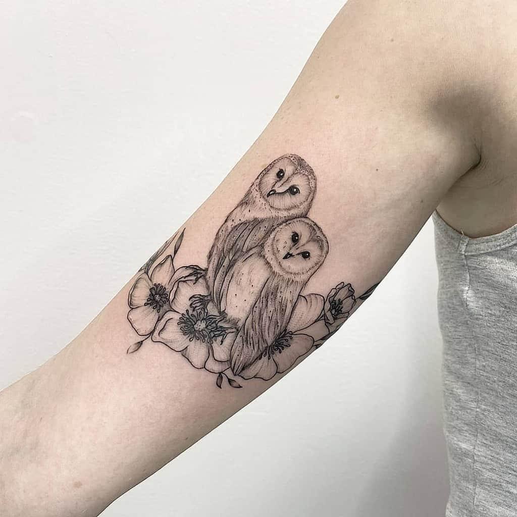 Tatouages du bras supérieur de la petite chouette studioinkwell