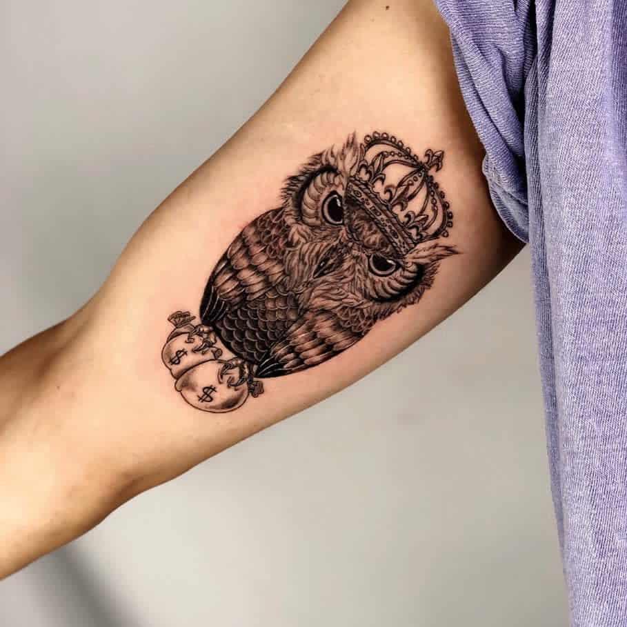 Tatouages du bras supérieur du petit hibou nadoo_tattoo