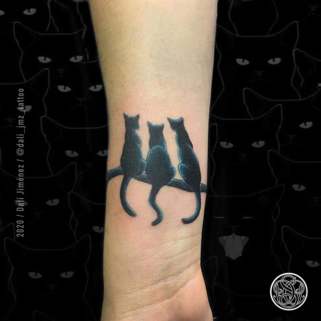Tatouages de poignets de petits chats dali_jmz_tattoo
