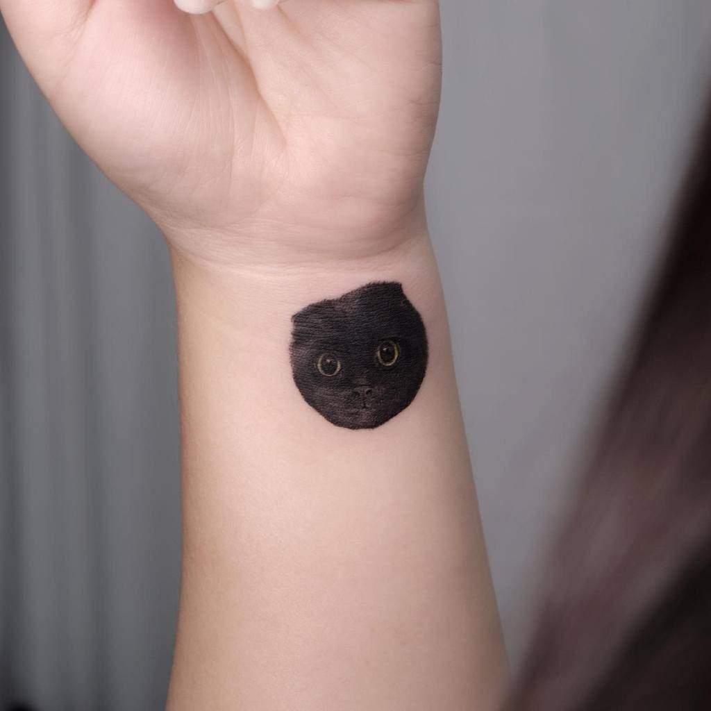 Tatouages de poignets de petits chats naro.tatt
