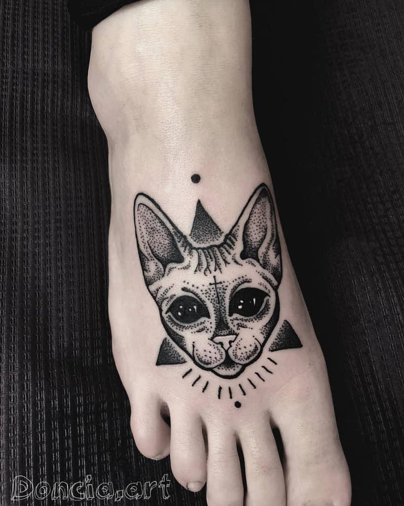 Tatouages de petits chats noirs dontchatattoo