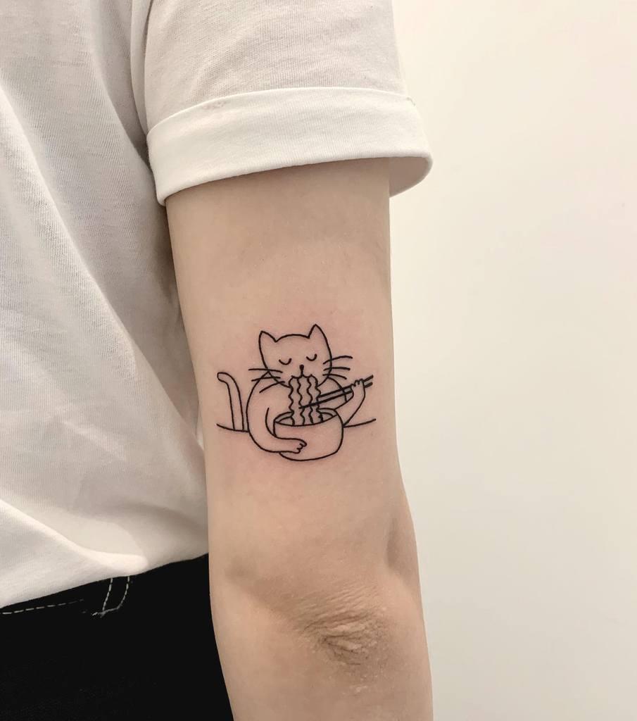 Tatouages simples de petits chats na.nago