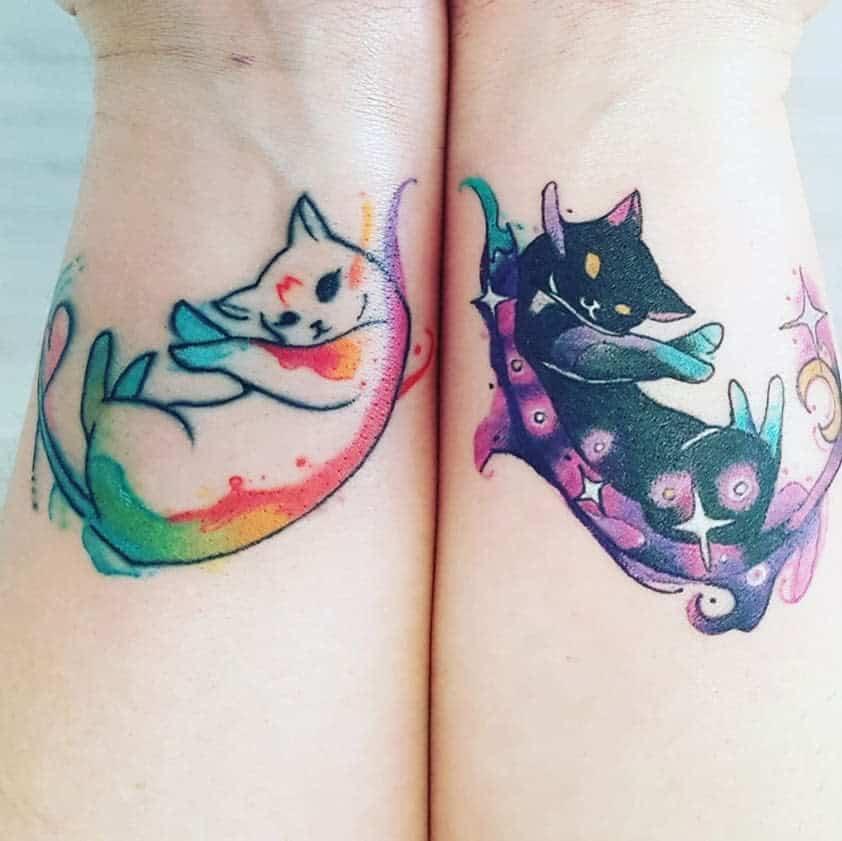 Tatouages de poignets de petits chats : la veeologie