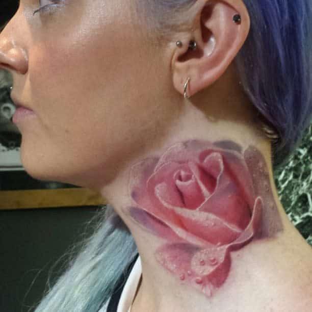 Tatouages réalistes en col de rose leannefate