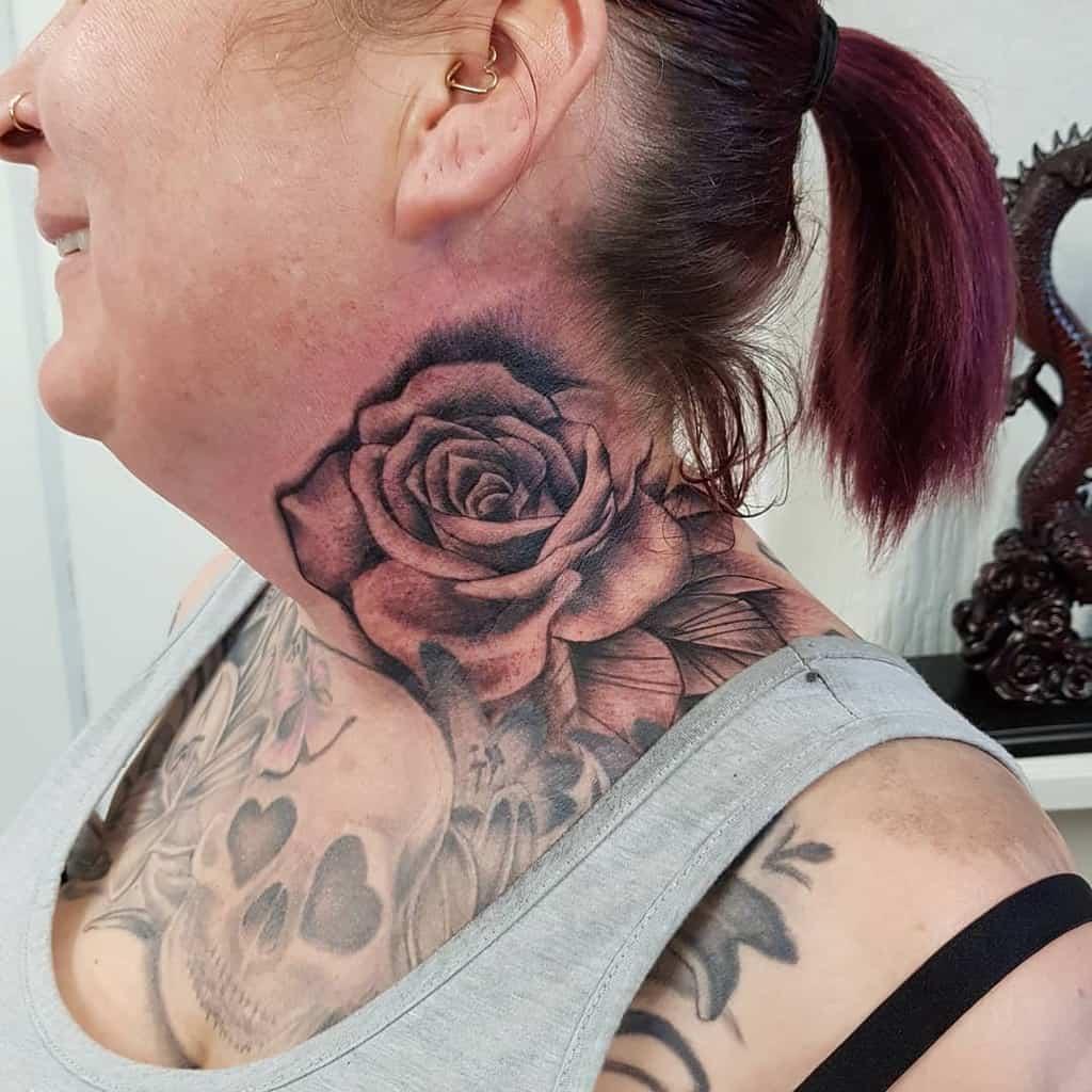Tatouages en col de rose ombragé eagleinktattoostudio_durham