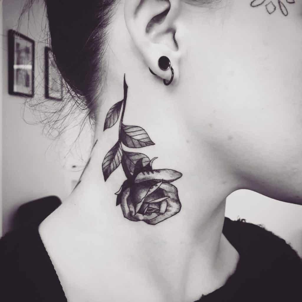 tatouages de col de rose de tige phoeberca_tattoo