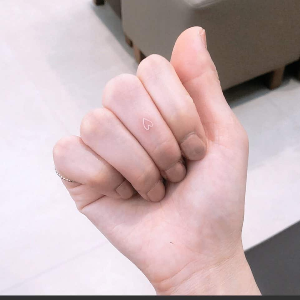 Tatouages des petits doigts du coeur sergeitattoo