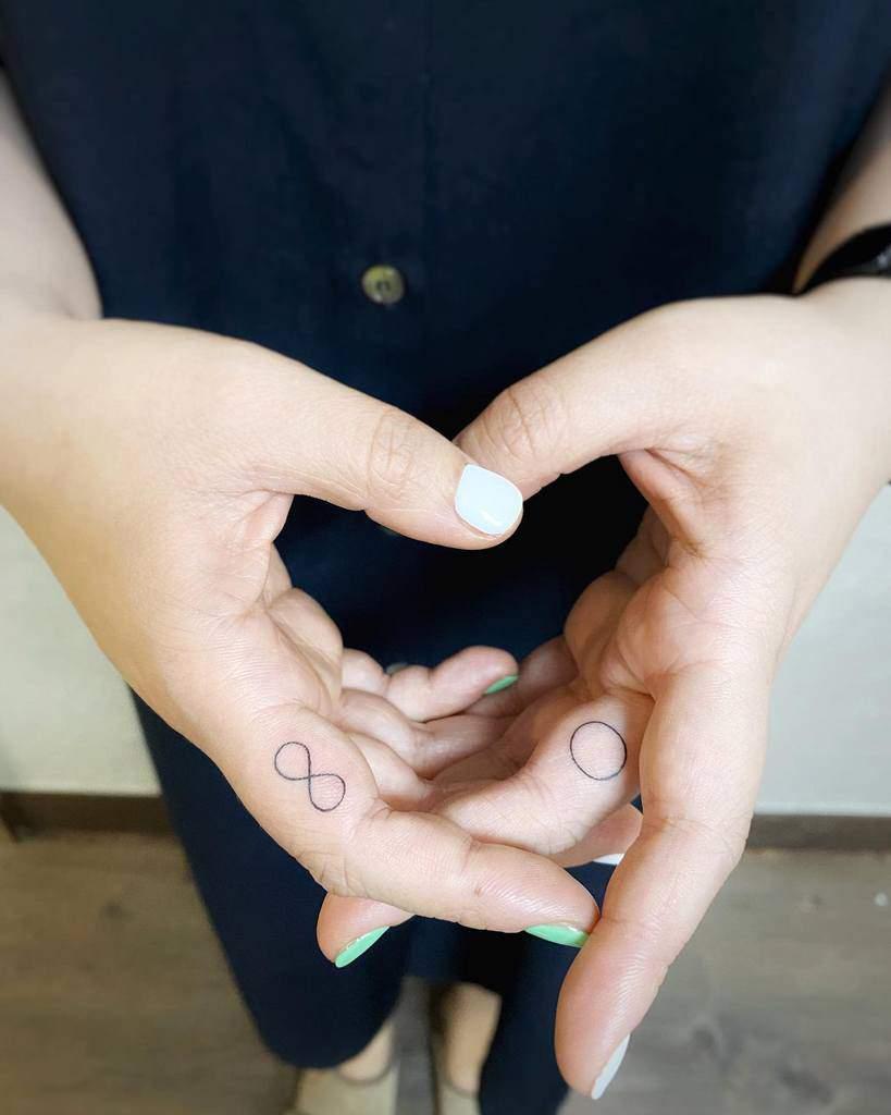 Tatouages simples de petits doigts zii_tattoo