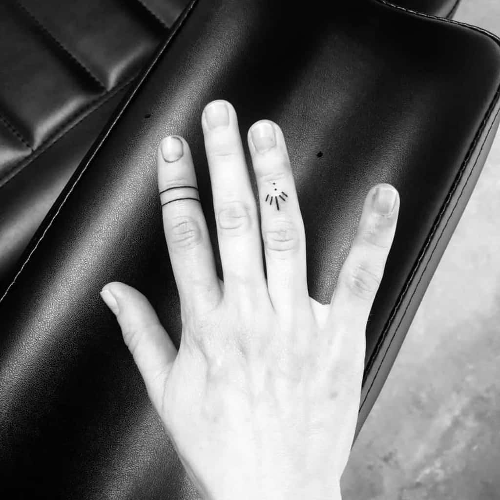 Tatouages simples de petits doigts