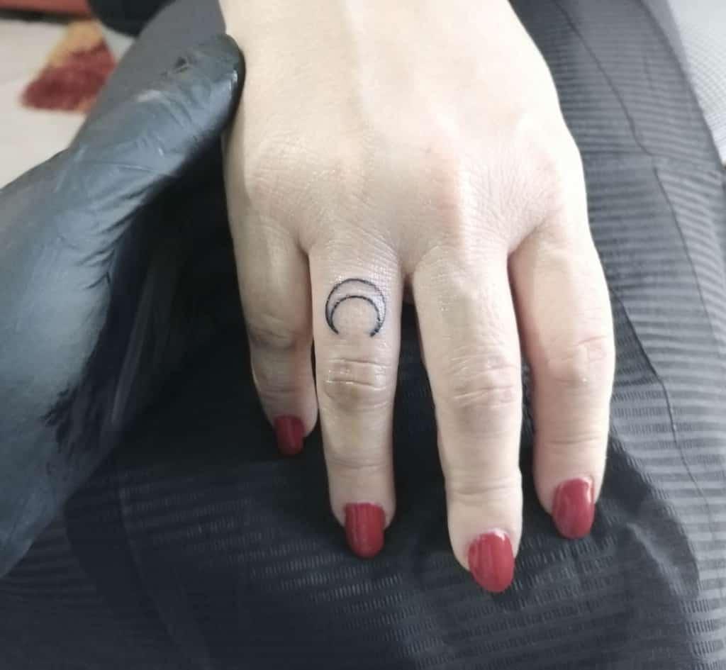 Tatouages simples à petits doigts mix_tattoo_piercing