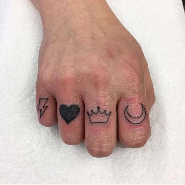 Tatouages de doigts à petits symboles inka_tattoos
