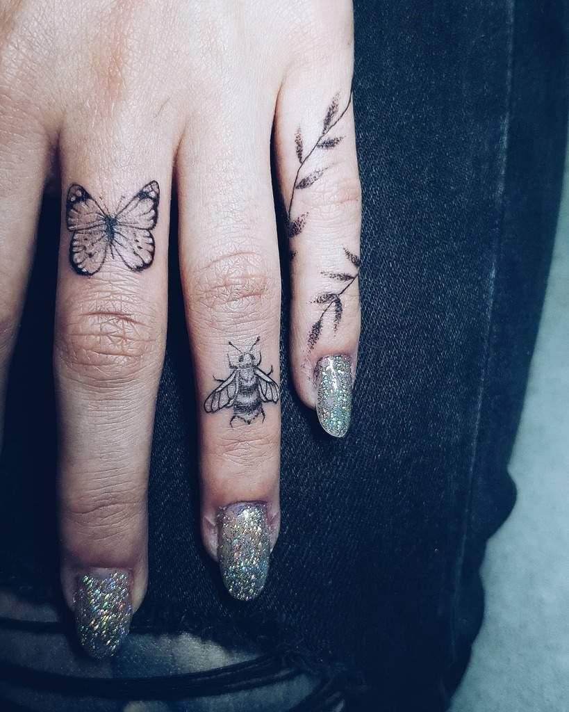Tatouages de petites femmes au doigt kronisk_kald