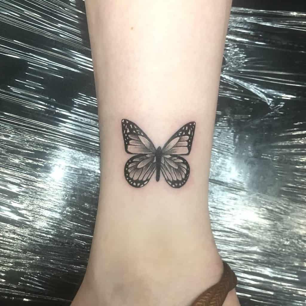 Petits tatouages de cheville de papillon Robertoguerreroart