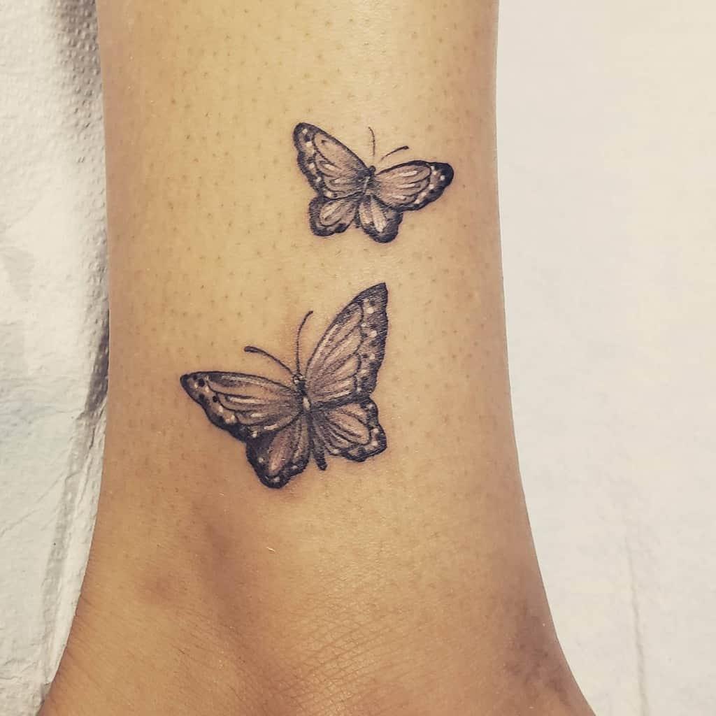 Tatouages de cheville de petits papillons Kandilandtattooing