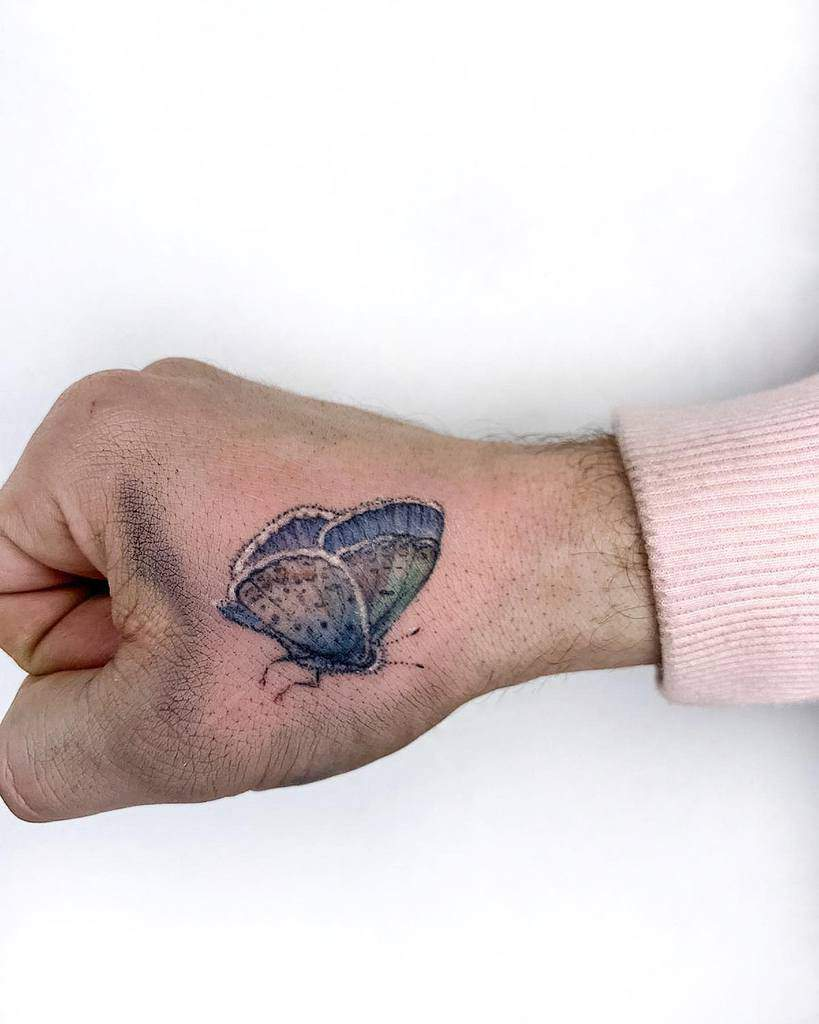 Tatouages des doigts de la main du petit papillon Nimketattoo