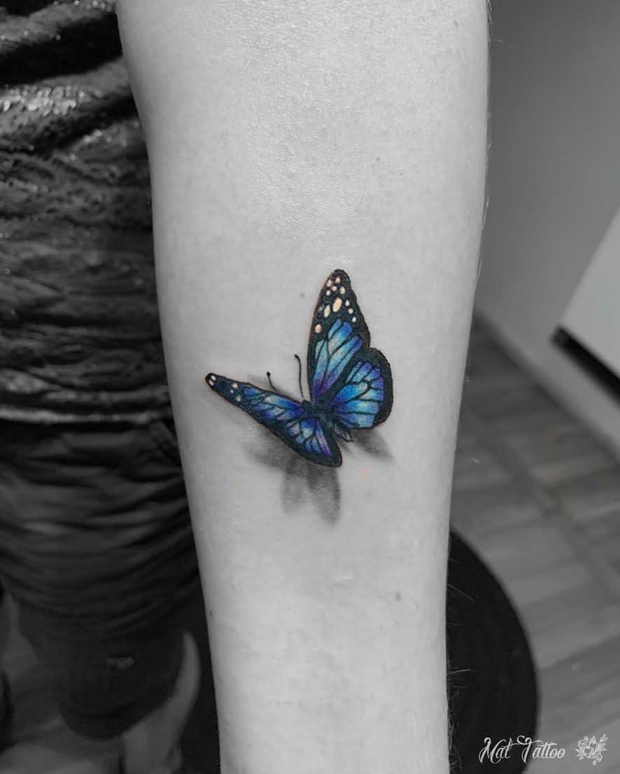 Tatouages de petits papillons sur les avant-bras Tatouage sur tapis