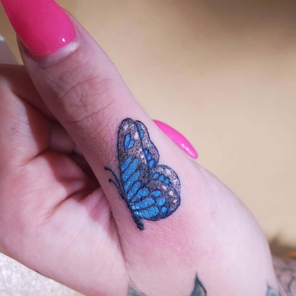 Tatouages de petits papillons sur les doigts de la main Tatouages Inklin