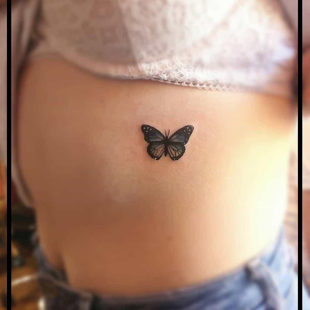 Tatouages de côtes de petits papillons Cheyannerussell96