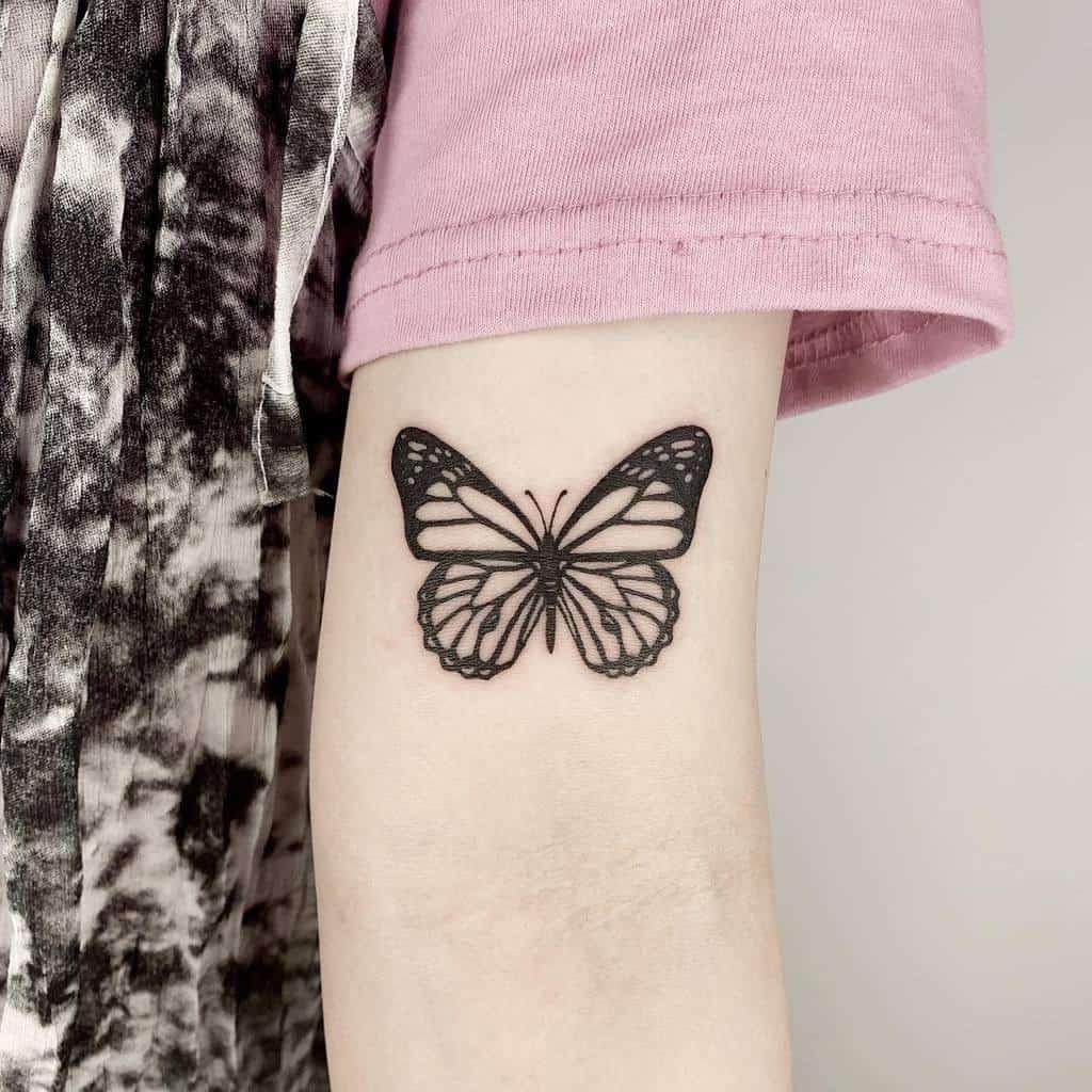 Tatouages de petits papillons sur les bras Rudo Tattoo