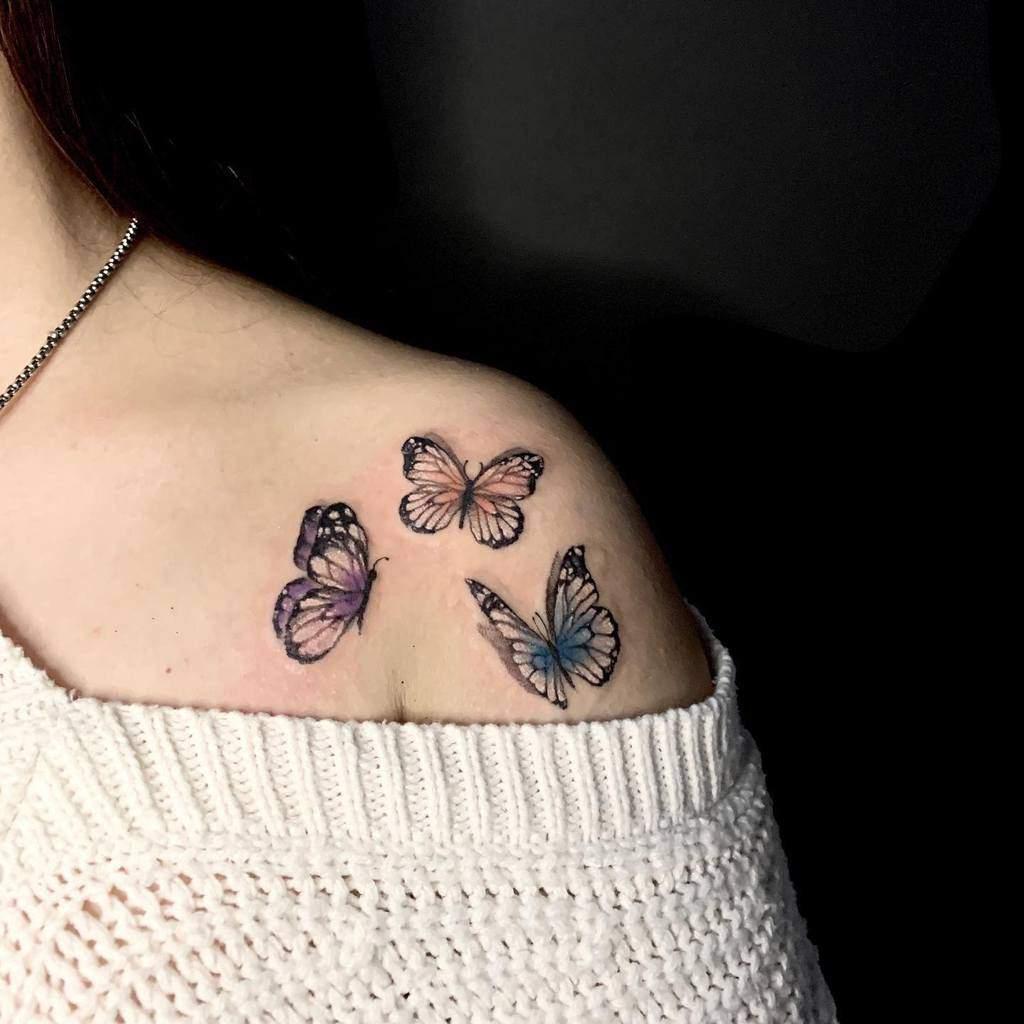 Tatouages d'épaules de petits papillons Leofra.inkside