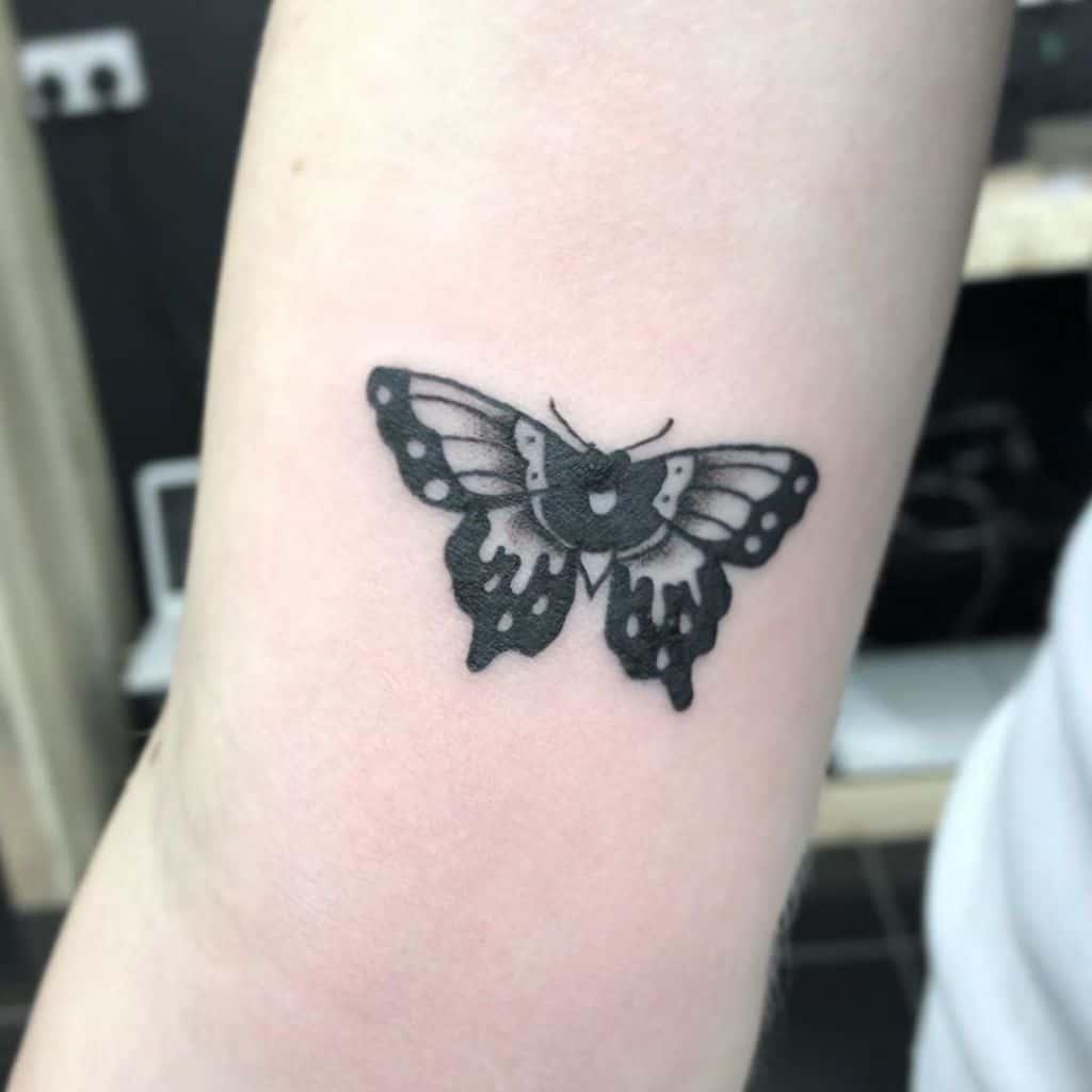 Tatouages de petits papillons sur les bras Immoralyouth