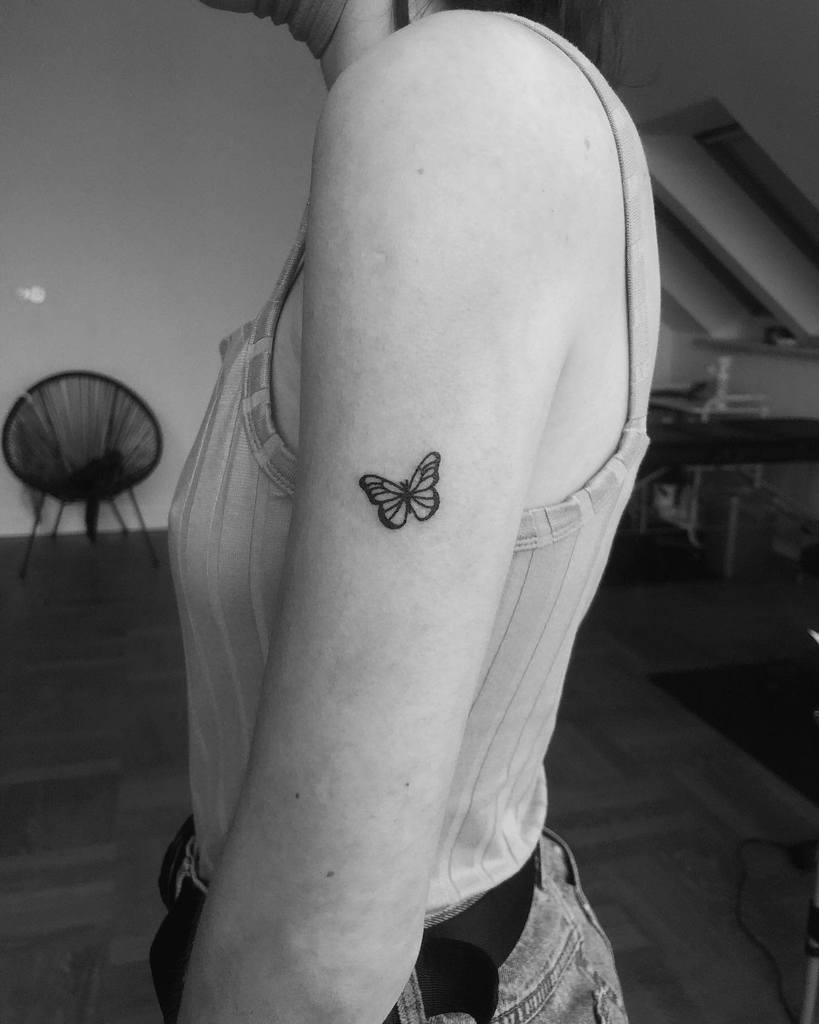 Tatouages de petits papillons sur les bras Sietatuujeee