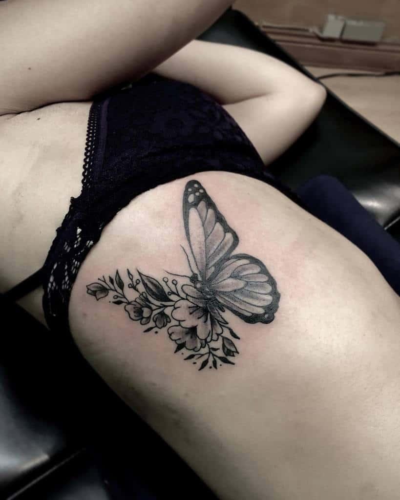 Tatouages de côtes de petits papillons Tatouages de côtes de petits papillons