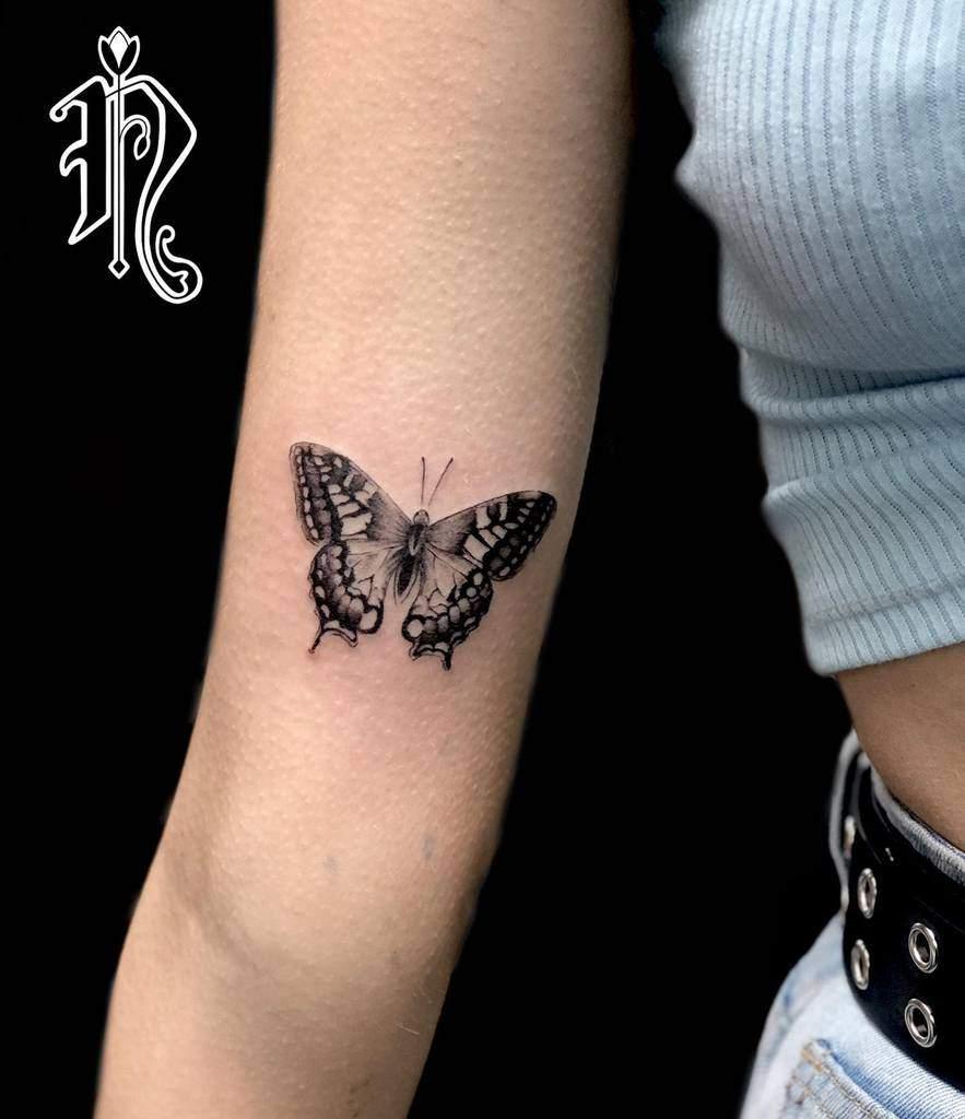 Tatouages de petits papillons sur les bras Noemy.bodyart