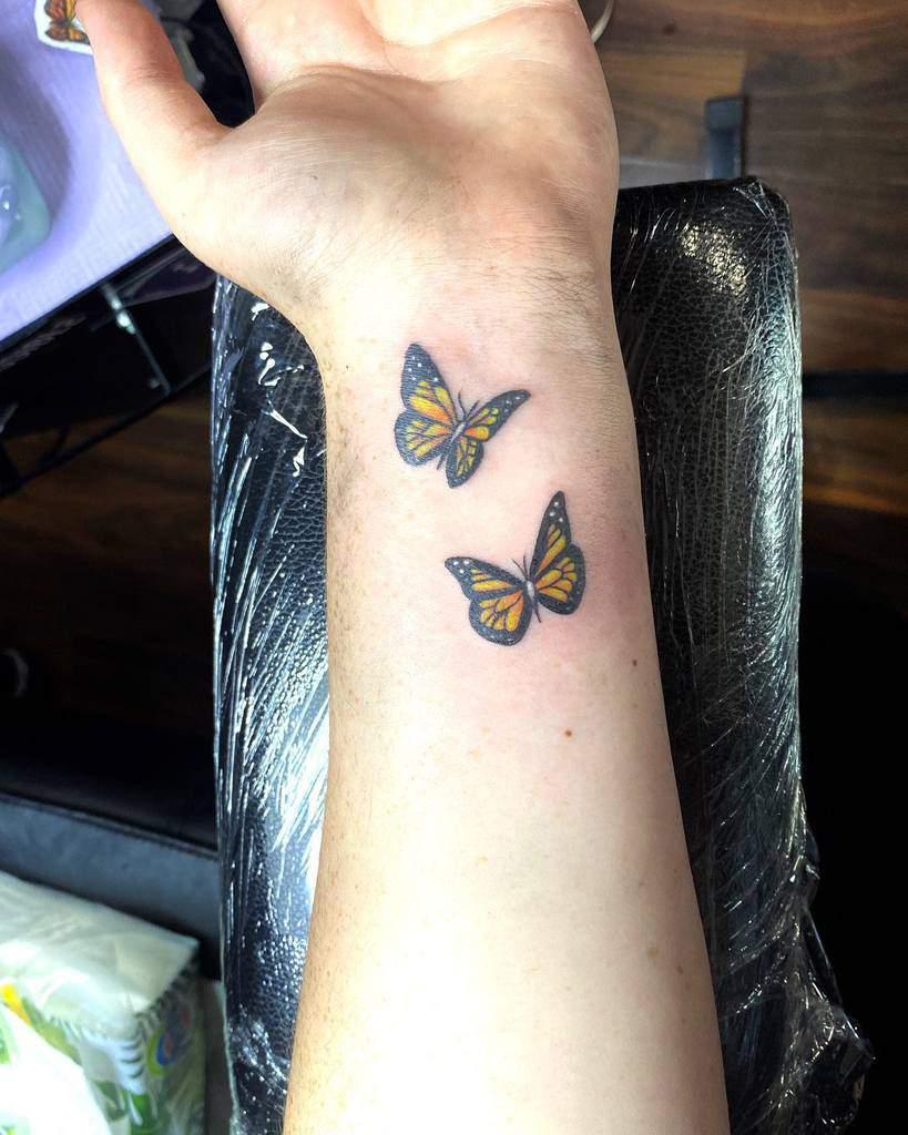Tatouages de poignets de petits papillons Amyshawtattoo
